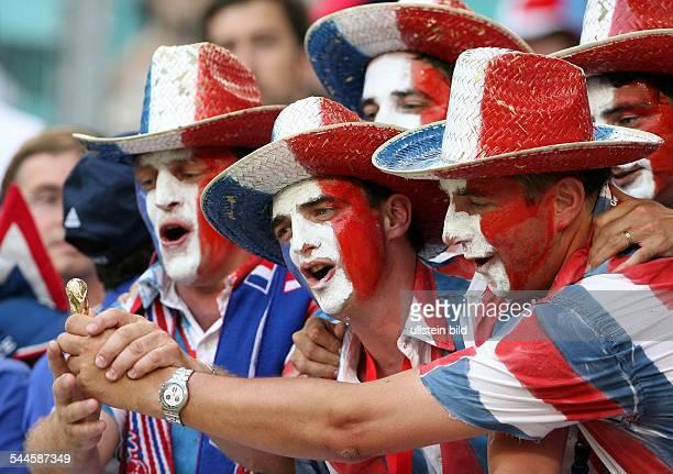 FIFA WM 2006 Gruppe G Leipzig Frankreich Südkorea 11 Fans Frankreich mit MiniWMPokal
