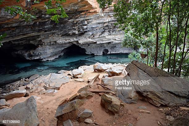 gruta da pratinha - cave and well in chapada diamantina - parco nazionale di chapada diamantina foto e immagini stock