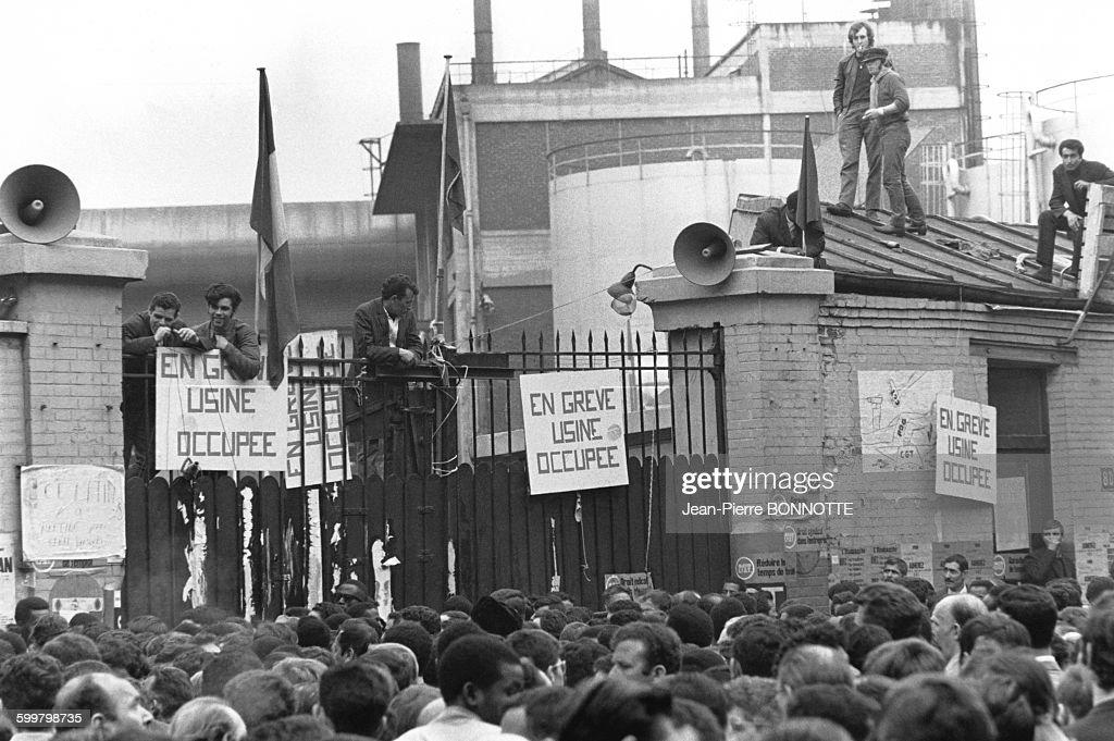 Grèves aux usines Citroen lors des mouvements et manifestations survenus en France durant les évènements de Mai 68 à Paris, France, en mai 1968 .