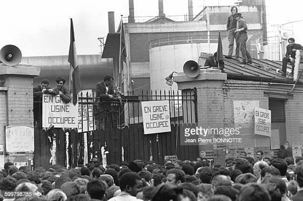 Grèves aux usines Citroen lors des mouvements et manifestations survenus en France durant les évènements de Mai 68 à Paris France en mai 1968