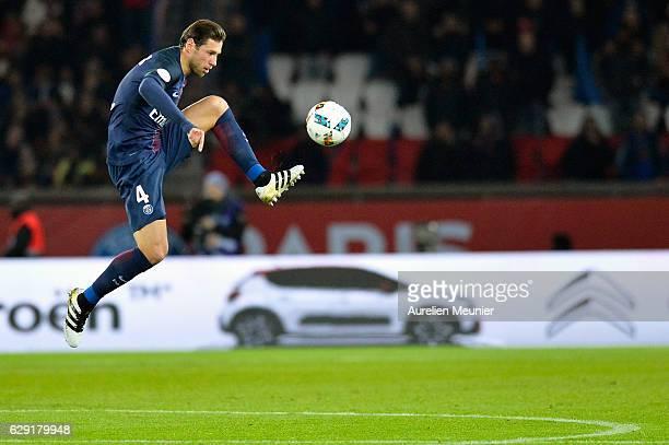 Grzegorz Krychowiak of Paris SaintGermain controls the ball during the French Ligue 1 match between Paris SaintGermain and OGC Nice at Parc des...