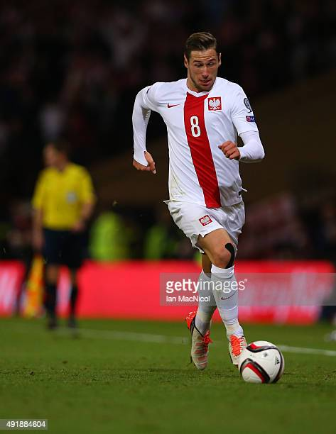 Grzegorz Krychowiak of Poland controls the ball during the UEFA EURO 2016 qualifier between Scotland and Poland at Hampden Park on October 08 2015 in...