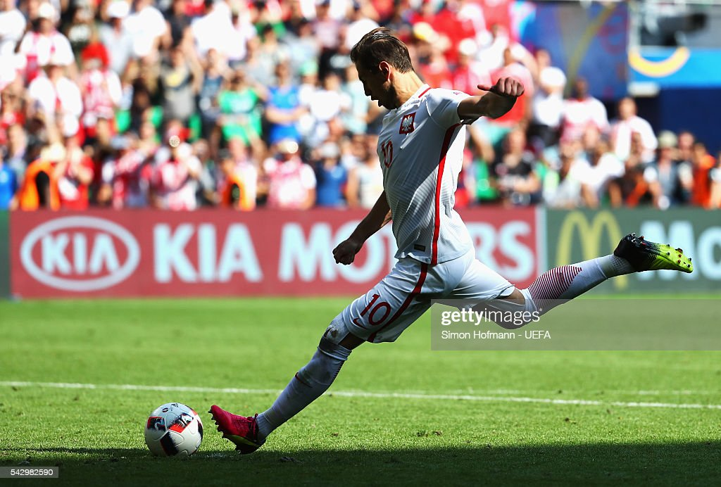 Grzegorz Krychowiak of Poland scores at the penalty shootout to win the game during the UEFA EURO 2016 round of 16 match between Switzerland and Poland at Stade Geoffroy-Guichard on June 25, 2016 in Saint-Etienne, France.