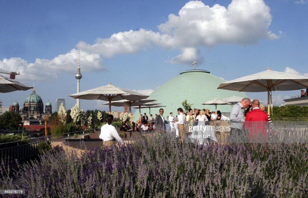 Dachterrassen Berlin gäste auf der dachterrasse vom hotel de rome in berlin pictures