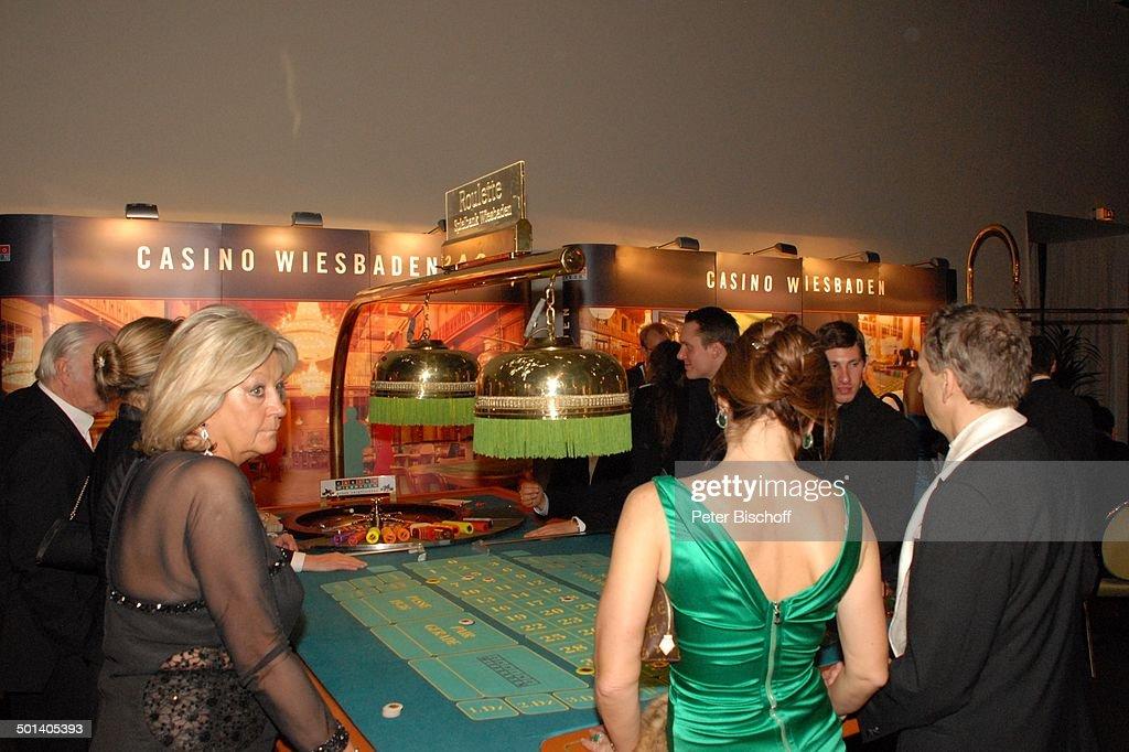 Bb Wiesbaden gäste beim spiel am casino wiesbaden stand gala 42