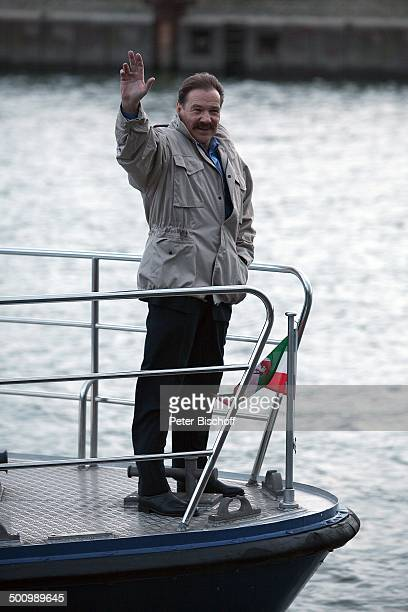 Götz George 25 Jahre Horst Schimanski Duisburg NordrheinWestfalen Deutschland Europa Jubiläum Krimi Serie Reihe winken Boot Schiff Wasser...