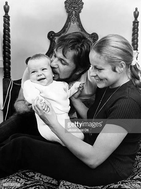 Götz George, -, Schauspieler, D, mit Ehefrau Loni von Friedl und Tochter Tanja, - 1967