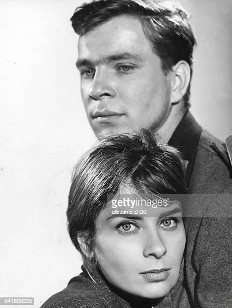Götz George*Schauspieler Dmit Juliette Mayniel in einer Szene des Films `Kirmes'Regie Wolfgang StaudteBRD 1960