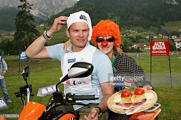 Götz Otto and his wife Sabine When big border traffic between Leogang Saalfelden And Alta Badia on 240606