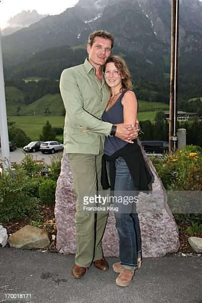 """Götz Otto with his wife Sabine When Hüttenabend In """"Kraller Alm"""" Of """"big border traffic"""" in Leogang Saalfelden Am 230606."""