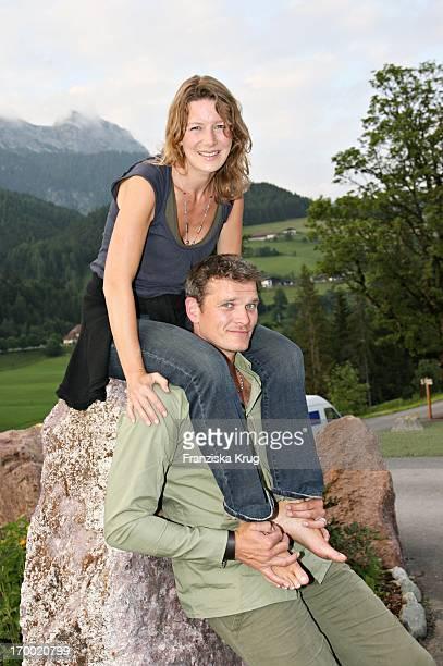 Götz Otto with his wife Sabine When Hüttenabend In Kraller Alm Of big border traffic in Leogang Saalfelden Am 230606