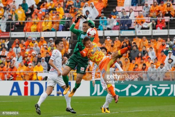 Gu Sung Yun of Consadole Sapporo and Shota Kaneko of Shimizu SPulse compete for the ball during the JLeague J1 match between Shimizu SPulse and...