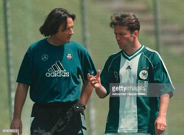 CUP 1999 Guadalajara/MEX DFB NATIONALMANNSCHAFT TRAINING Arzt Dr HansWilhelm MUELLERWOHLFAHRT Lothar MATTHAEUS/GER rechts