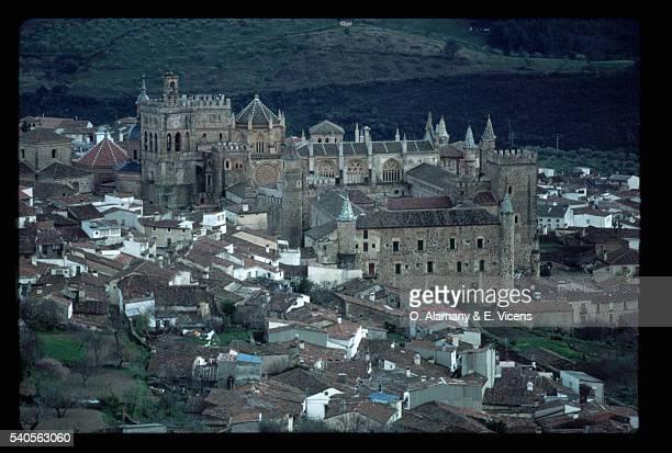 guadalupe monastery, spain - alamany fotografías e imágenes de stock