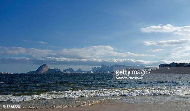 guanabara bay in rio de janeiro - niemeyer museum of contemporary arts stock pictures, royalty-free photos & images