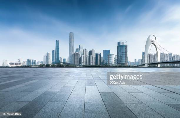guangzhou city skyline with liede bridge, guangdong province, china - image stockfoto's en -beelden
