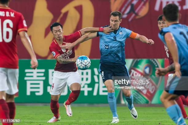 Guangzhou Evergrande forward Xu Xin fights for the ball with Sydney FC forward Shane Smeltz during the AFC Champions League 2016 - Group Stage -...