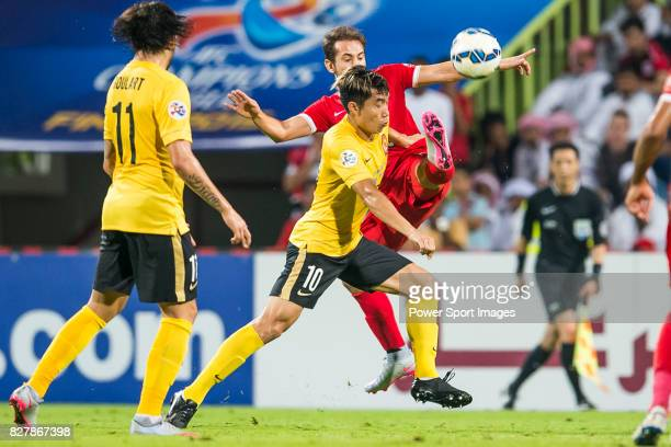 Guangzhou Evergrande midfielder Zheng Zhi fights for the ball with Al Ahli midfielder Everton Augusto De Barros Ribeiro during the AFC Champions...