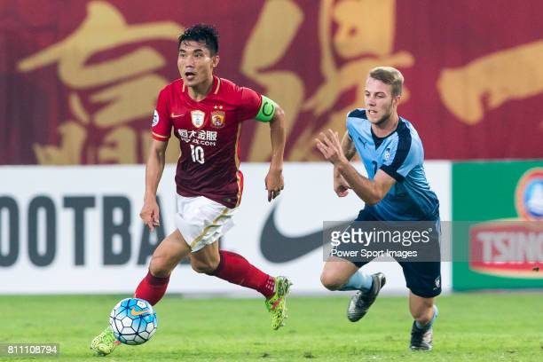 Guangzhou Evergrande midfielder Zheng Zhi fights for the ball with Sydney FC midfielder Andrew Hoole during the AFC Champions League 2016 - Group...