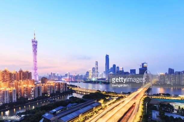 guangzhou rascacielos al atardecer - provincia de guangdong fotografías e imágenes de stock