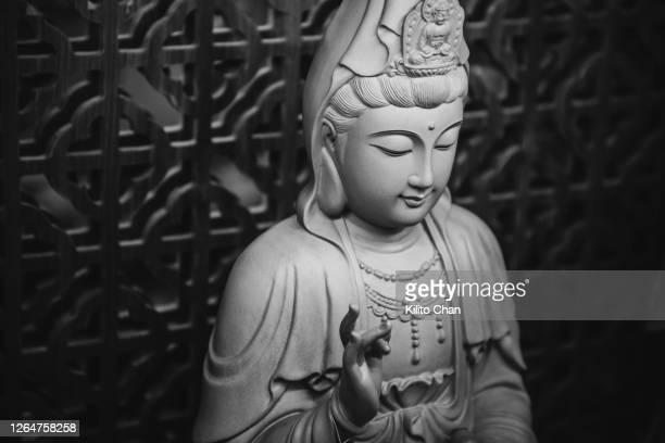 guanyin bodhisattva statue - guanyin bodhisattva foto e immagini stock