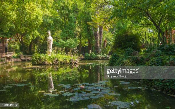 guanyin sculpture in chinese garden - buddhist goddess imagens e fotografias de stock