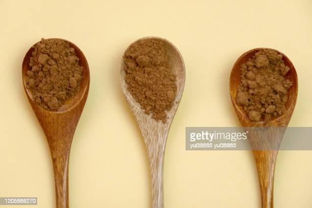 guarana powder wooden spoons set yellow