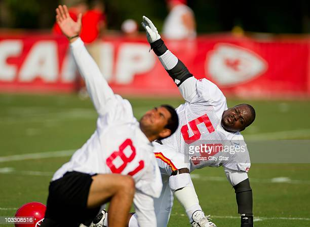 Guard Brian Waters, right, of the Kansas City Chiefs works out for the first time after injury during training camp on Monday, August 9 in St....