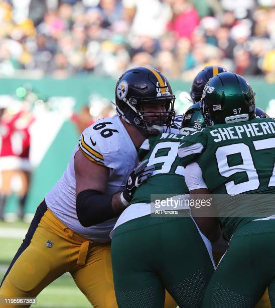 Guard David DeCastro of the Pittsburgh Steelers blocks against the New York Jets in the first half at MetLife Stadium on December 22, 2019 in East...