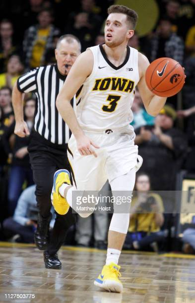 Guard Jordan Bohannon of the Iowa Hawkeyes brings the ball down the court in the second half against the Michigan Wolverines on February 1 2019 at...