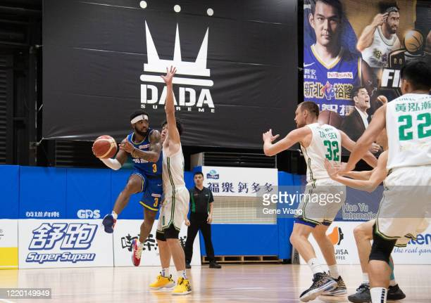 Guard Marcus Keene of Yulon Luxgen Dinos attempt to pass during the SBL Finals Game One between Taiwan Beer and Yulon Luxgen Dinos at Hao Yu...