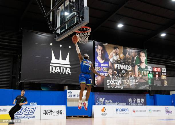 Guard Marcus Keene of Yulon Luxgen Dinos made a layup shot during the SBL Finals Game One between Taiwan Beer and Yulon Luxgen Dinos at Hao Yu...