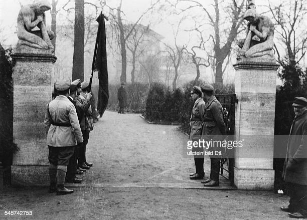 Guard of honour by members of the Reichsbanner at the entrance of the cemetery for the victims of the revolution of March 1848 in Berlin...