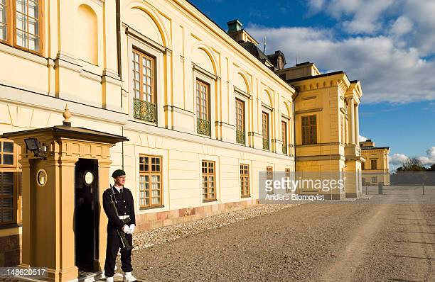 guard outside drottningholm palace. - drottningholm palace stock pictures, royalty-free photos & images