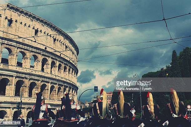 guards in front of colosseum on republic day - republic day stock pictures, royalty-free photos & images