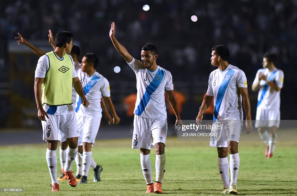 Guatamala's players waves at the crowd after defeating the United States 2-0 in a Russia 2018 FIFA World Cup Concacaf Qualifiers' football match, in Guatemala City, on March 25, 2016.