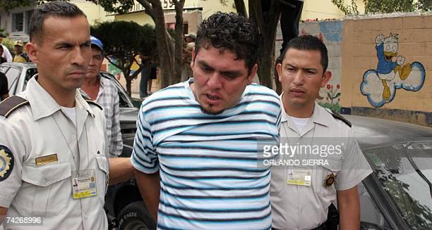 Agentes de la Policia Nacional Civil de Ciudad Real capturan a Jose Campos alias El Nenon al ser sorprendido extorsionando una unidad del transporte...