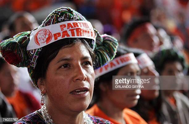 Mujeres indigenas participan en el acto de proclamacion del general retirado Otto Perez Molina como candidato a la presidencia de Guatemala por el...
