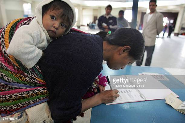 Guatemalan indigenous woman votes 04 November, 2007 in San Juan Comalapa, 80 km east from Guatemala City. Guatemalans voted Sunday in a run-off...