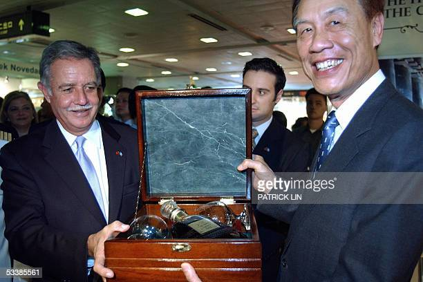 Guatemalan President Oscar Berger presents a bottle of Guatemalaproduced wine to Taiwan's Vice Foreign Minister Francisco LY Huang at a Taipei...