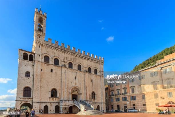gubbio, palazzo dei consoli (umbria, italy) - gubbio stock pictures, royalty-free photos & images
