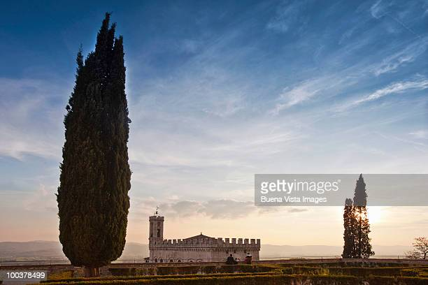 gubbio, palazzo dei consoli - gubbio stock pictures, royalty-free photos & images