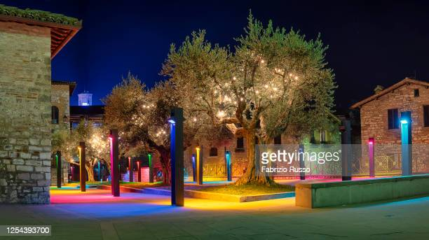 gubbio - piazza san giovanni battista - gubbio stock pictures, royalty-free photos & images
