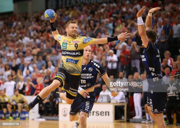 Gudjon Valur Sigurdsson of RheinNeckarLoewen fights for the ball with Lasse Svan of SG Flensburg Handewitt during the Game SG Flensburg Handewitt v...