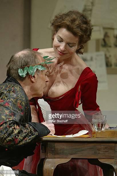 Gudrun Landgrebe Georges Claisse Theaterstück 'Der Freigeist' Hamburg 'Komödie Winterhuder Fährhaus' Bühne Auftritt Kostüm kostümiert sexy...