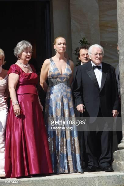 Gudrun Wagner Ihre Tochter Katharina Und Ihr Ehemann Wolfgang Wagner Bei Der Ankunft Zur Premiere Der Bayreuther Festspiele 'Richard Wagner Festival'...