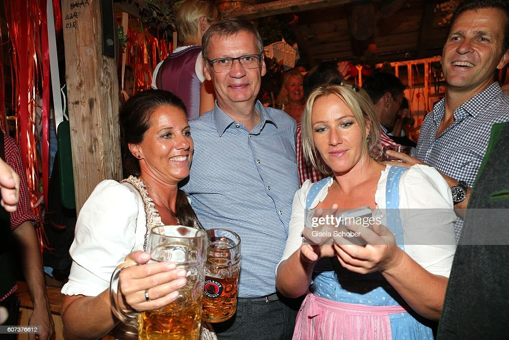 Guenther Jauch and fans during the opening of the oktoberfest 2016 at the 'Kaeferschaenke' beer tent at Theresienwiese on September 17, 2016 in Munich, Germany.