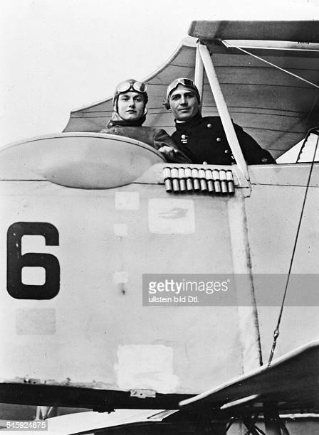 Guenther Plueschow aviator writer Germany together with his wife Isot on a plane about 1916