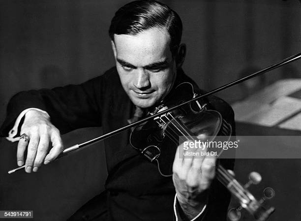 Guenther Walter Musician Conductor Violinist GermanyHead of the dance band of the Reichssender Breslau is playing violin Photographer Curt Ullmann...