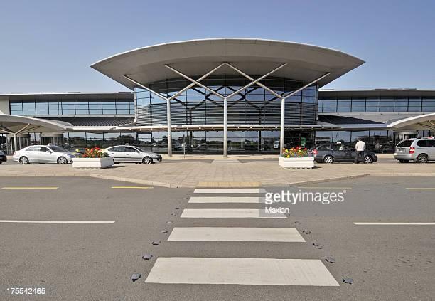 aeroporto di guernsey, isole del canale - isola di guernsey foto e immagini stock